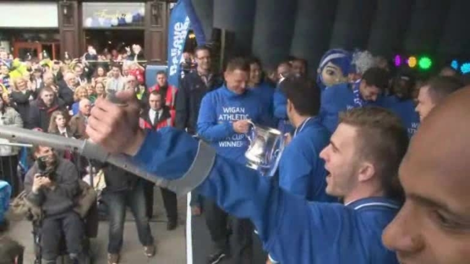 Click here to watch the FA CUP: Latics on stage during the trophy parade video