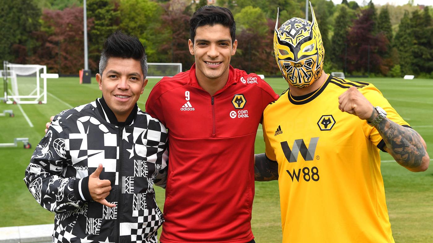 Mexican WWE Sin Cara visits Raul Jimenez