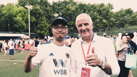 Wolves Chinese super fan Yang meets Steve Bull before the Premier League Asia Trophy final!