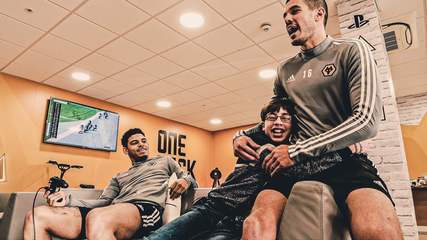 Wolves Wishes | Oakley becomes Wolves' commentator and plays FIFA with Gibbs-White and Coady!