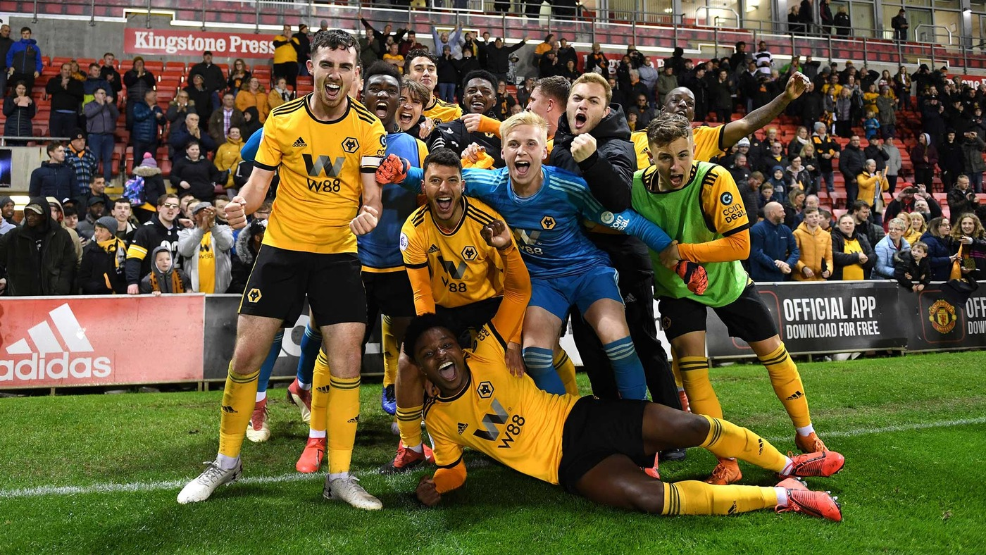 WOLVES SEAL PROMOTION! Full-time scenes vs Manchester United