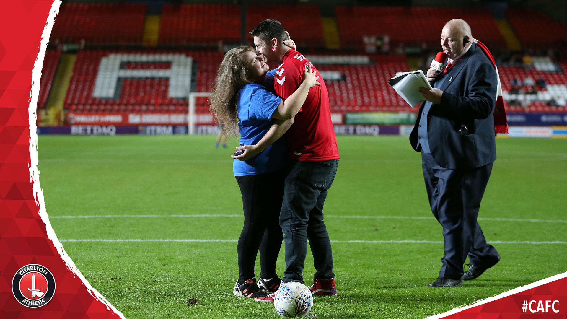 Charlton fan Keiron proposes to his girlfriend Lauren at The Valley