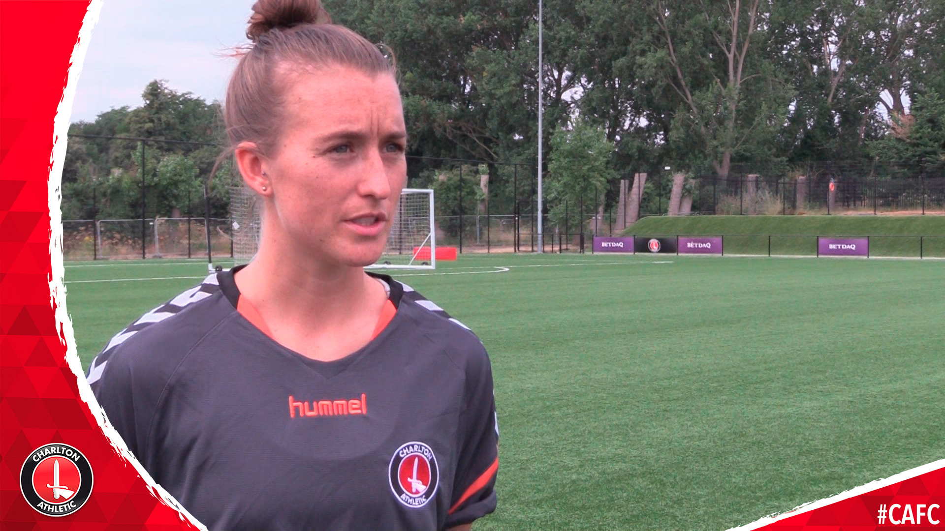 Amber Stobbs signs for Charlton women