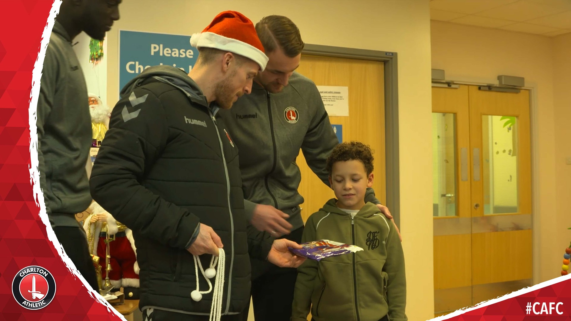 Charlton make their Christmas visit to Queen Elizabeth Hospital (December 2018)