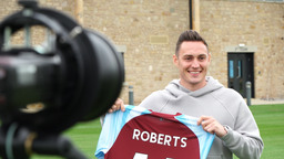 CONNOR ROBERTS SIGNS   Behind The Scenes